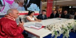 Ümraniye'de 14 Şubat Sevgililer Günü'nde 14 çift hayatlarını birleştirdi