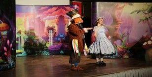 Büyükşehir tiyatro ekibi, hükümlüler için gösteri yaptı