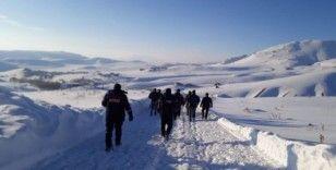İran sınırında 13 düzensiz göçmenin donduğu ihbarı