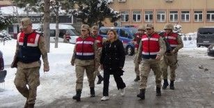 Jandarmanın yakaladığı cezaevi firarisi suç makinesi kadın tutuklandı