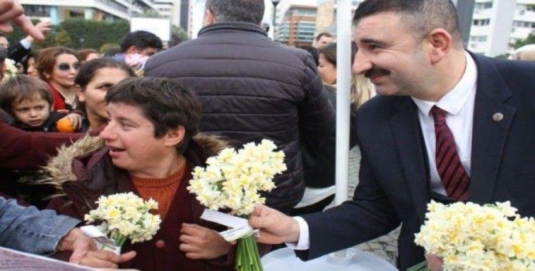 Başkan Başdaş ve Demirezen Konak'a sevgi saçtı