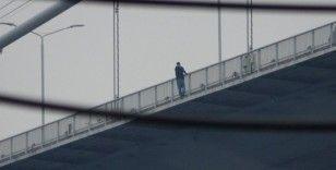 Köprüdeki intihar girişimini görüntülü görüşmeyle arkadaşına izletti