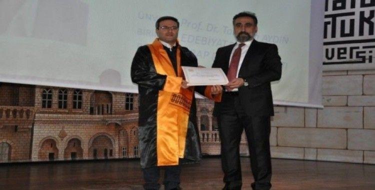 Artuklu Üniversitesi'nde akademik terfilere cübbe giydirildi