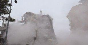 Malatya'da deprem öncesi boşaltılan binalar da yıkılıyor