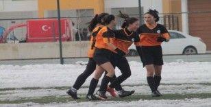 Kadınlar Futbol Ligi: Anadolu Yıldızları: 4 - Mezitli Mercanspor: 1