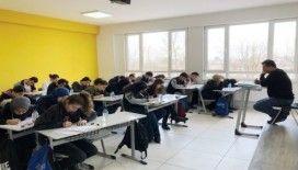 Düzce'de 51 okulda başarıya bir adım sınavı yapıldı