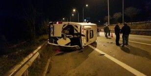 Düğünden dönen vatandaşları taşıyan minibüs devrildi: 10 yaralı