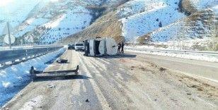 Büyükbaş hayvan yüklü kamyon devrildi: 1 yaralı