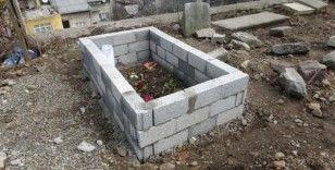 Isınmak için Katolik mezarlığındaki haç işaretini yaktılar