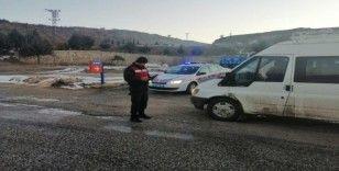 Jandarma ekipleri işçi taşıyan araçlarda denetim yaptı