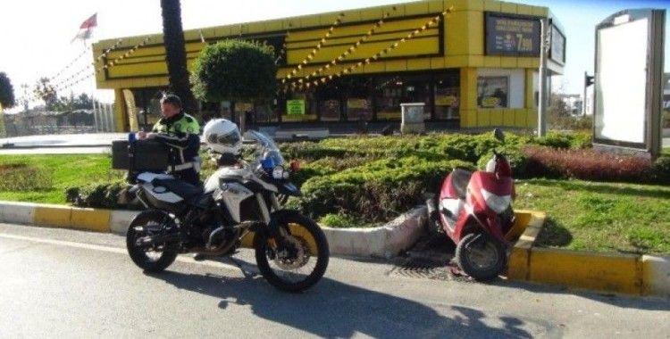 Polisin 'Dur' ihtarına uymayan motosikletli, kaza yapınca yakayı ele verdi