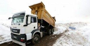 Van Büyükşehir Belediyesi 11 bin kamyon kar taşıdı
