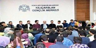 Başkan Altay üniversiteli gençlerle buluştu