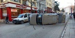 Otomobil düz yolda takla attı: 2 yaralı