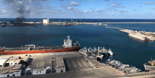 Hafter güçlerinden Trablus limanına saldırı