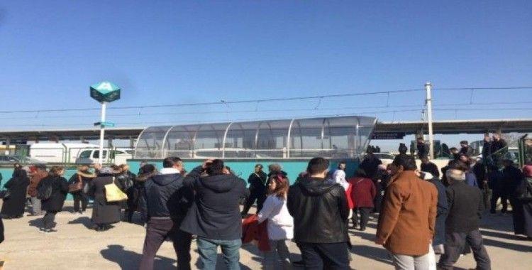 Bursa'da metro seferleri aksadı, sıkıntı yarım saat içinde giderilecek