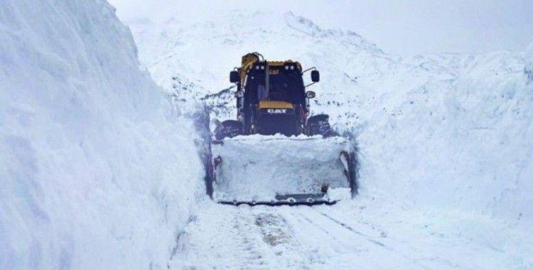 Batman'da karla mücadele çalışmaları devam ediyor