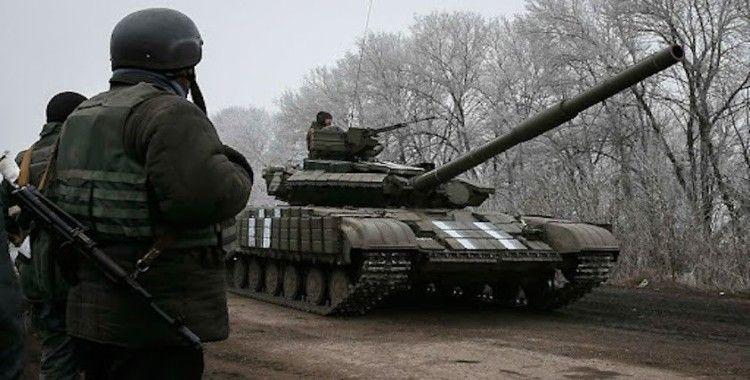 Ukraynalı askerlerin ve ayrılıkçıların çatışmaları amatör kameraya yansıdı