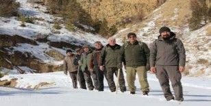 Doğaseverlerin karda trekking keyfi