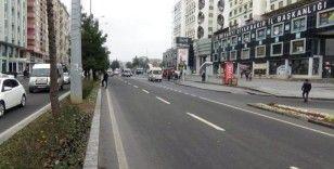 Diyarbakır'da korkunç kaza: Başı aracın ön camına çarptı, ardından takla atarak arka camından içeri girdi