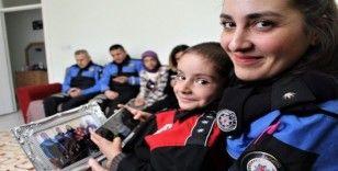 Küçük Efraim'in en büyük dostu polis oldu