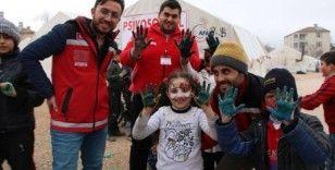 Ağrı'dan giden ekip, depremzede çocukların gönüllerine dokunuyor