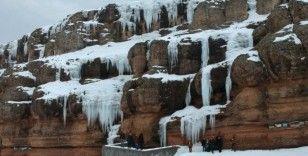 Buz sarkıtlarının görsel şöleni