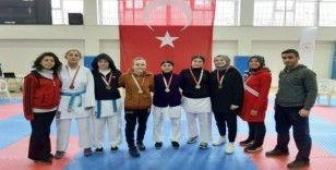 Sivaslı karateciler 15 madalya kazandı