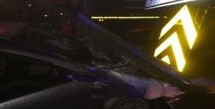 Refüje ok gibi saplanan araçtan sağ çıktı : 1 yaralı