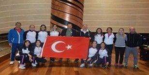 Hokeyin sultanları Avrupa şampiyonluğu için Litvanya'ya gitti