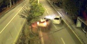 Bulvar yolunda yarış yapan trafik magandalarının kaza anı kamerada