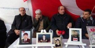 HDP önündeki ailelerin direnişi çığ gibi büyüyor
