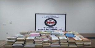 Kars'ta yüzlerce bandrolsüz kitap yakalandı