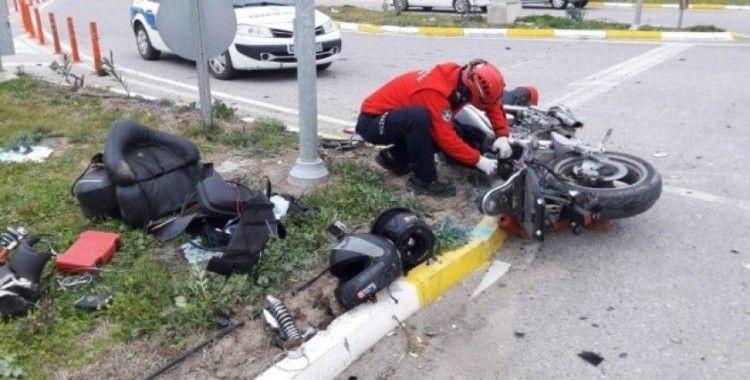 Burhaniye'de motosiklet ile araç çarpıştı: 2 yaralı