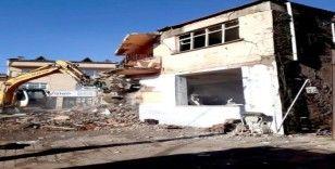 Osmangazi Belediyesi metruk binayı yıktı
