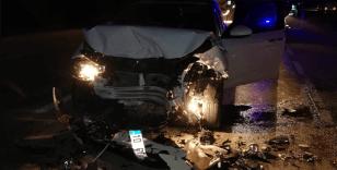 Otomobil dönen TIR'a çarptı: 2 yaralı