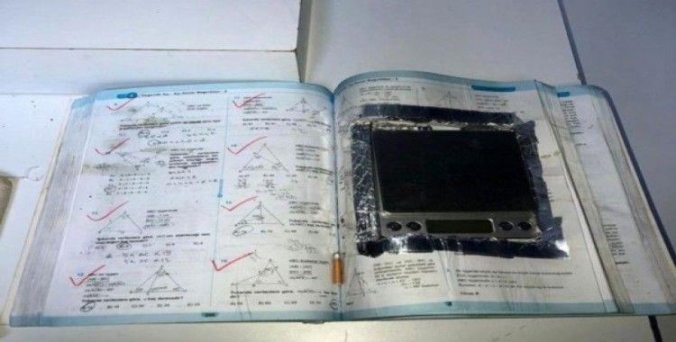 Uyuşturucu taciri, ALES sınava hazırlık kitabının içerisine hassas terazi gizledi