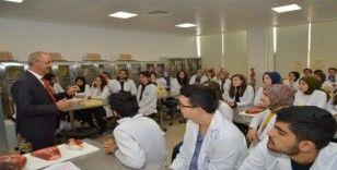 Rektör Karakaya, Tıp Fakültesi öğrencileri ile bir araya geldi