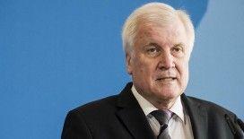 Almanya İçişleri Bakanı Seehofer'den ırkçı saldırı sonrası açıklama