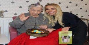Simay Özyiğit'ten yaşlılara moral ziyareti