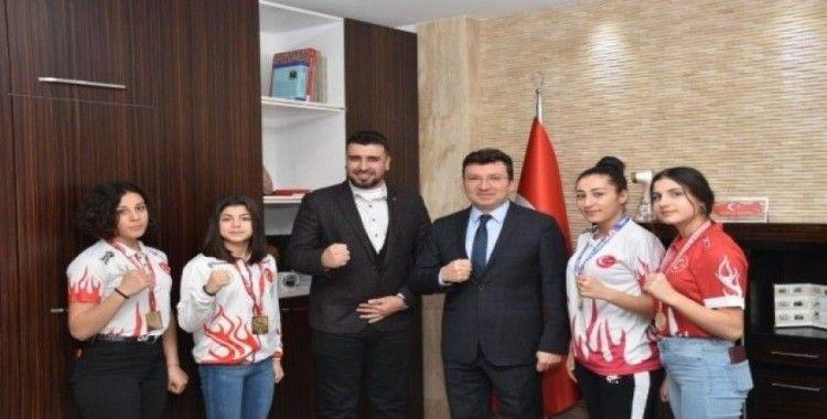 Şampiyon sporcular Kaymakam Şahin'i ziyaret etti