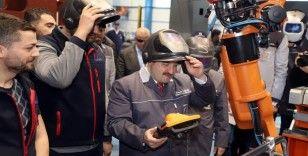 Bakan Varank, milli tren için işçilerle birlikte kaynak yaptı