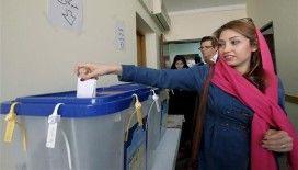 Tahran'da seçimler okulları tatil ettirdi