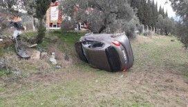 Söke'de yoldan çıkan otomobil devrildi