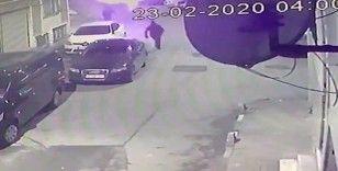 Fatih'te 9 aracın kundaklanma anı kamerada