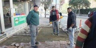 Burhaniye'de doğal gaz çalışmaları sırasında bozulan yollar onarılıyor