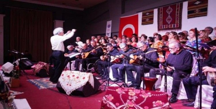 Ayvalık'ta öğretmenlerden Türk Halk Müziği ziyafeti