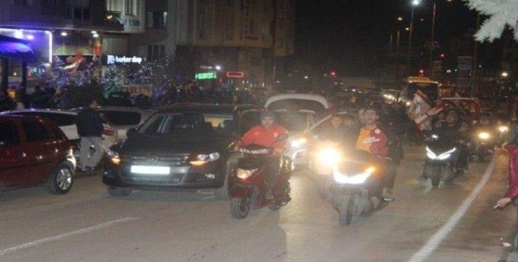 Kilis'te Galatasaraylı taraftarlar sokaklara döküldü
