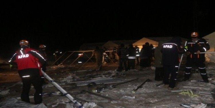 Başkale'de depremzedeler için çadırlar kuruluyor