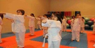 Kış spor okullarında eğitimler devam ediyor